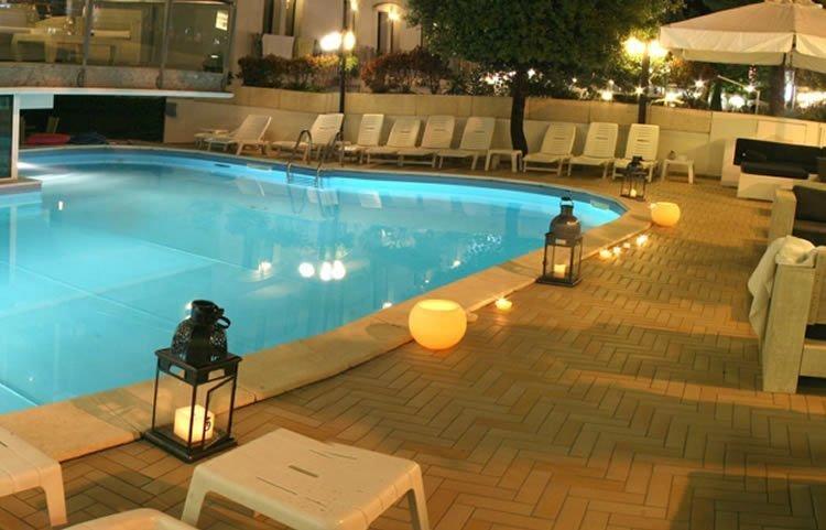 08-piscina